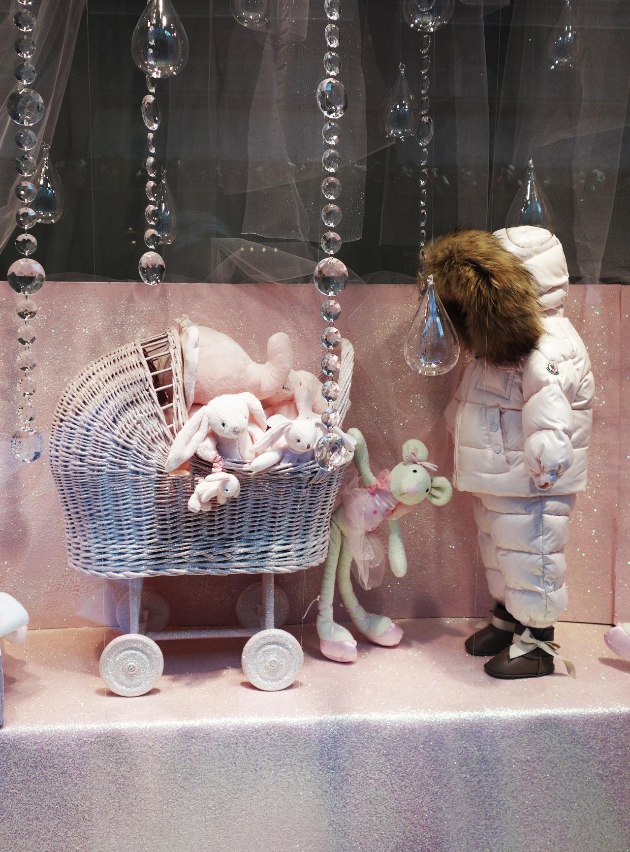 Baby-Tuileries-vitrines-noel-2013-rose-lapin-landau