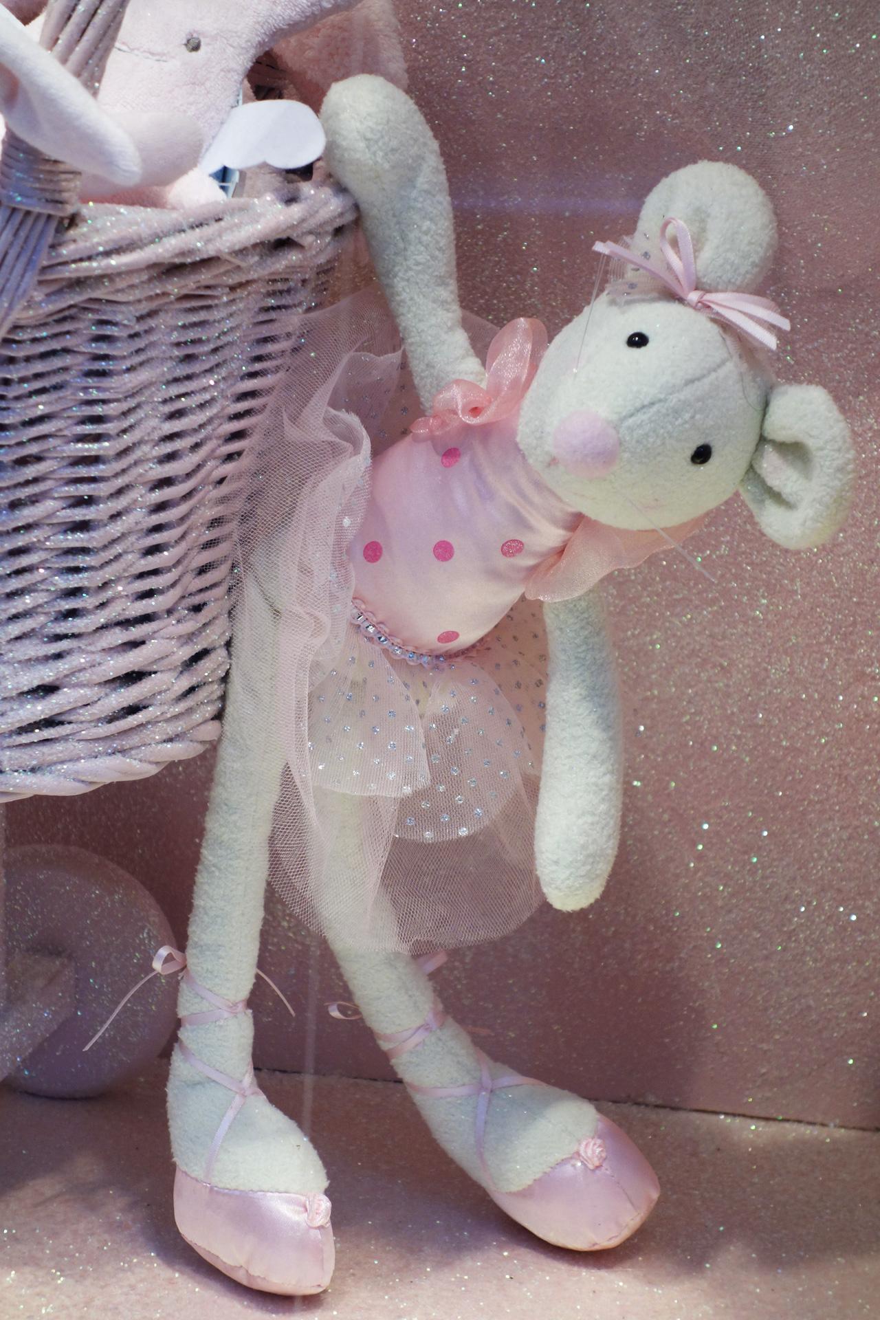Baby-Tuileries-vitrines-noel-2013-rose-souris