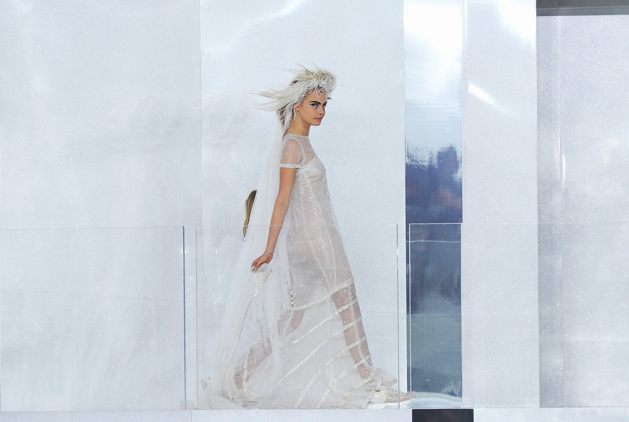 Cara-delevingne-Chanel-Couture-bride-arrive